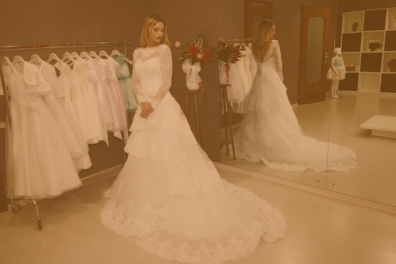 Donna in abito da sposa
